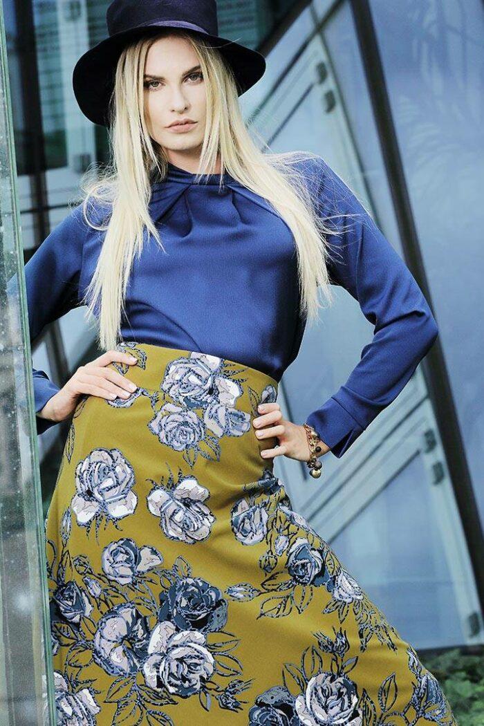 musztardowa spódnica w kwiatki firmy Jumitex