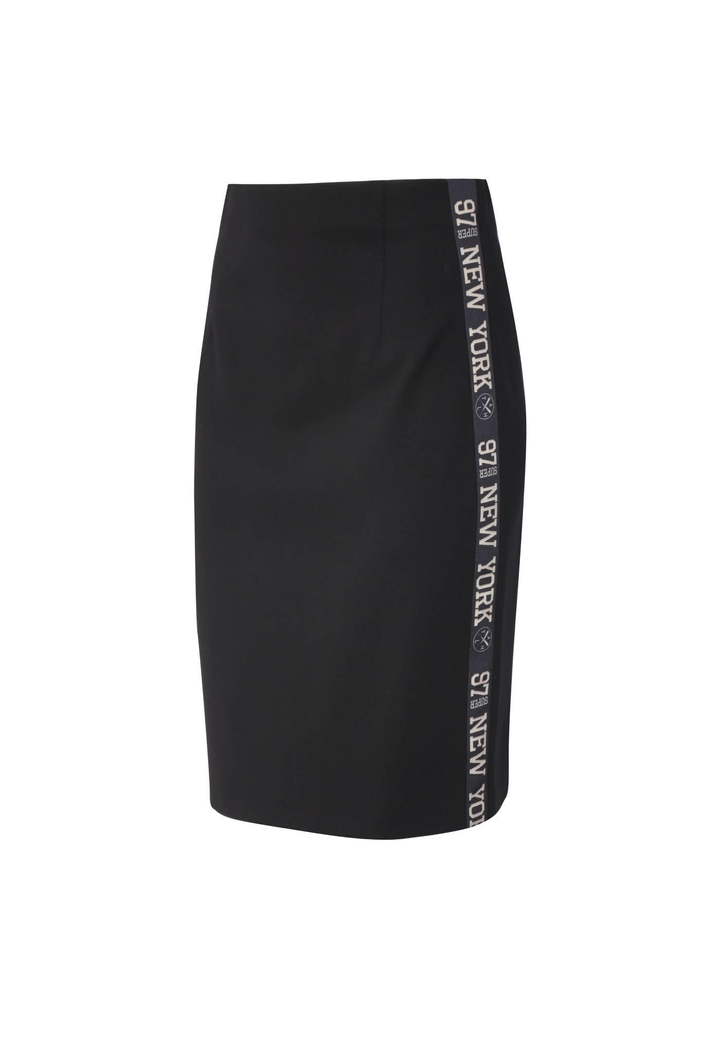 1295 Jumitex czarna spodnica z lampasem przod